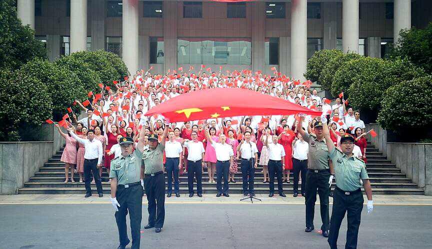 人社同唱《我和我的祖国》 献礼新中国70周年华诞