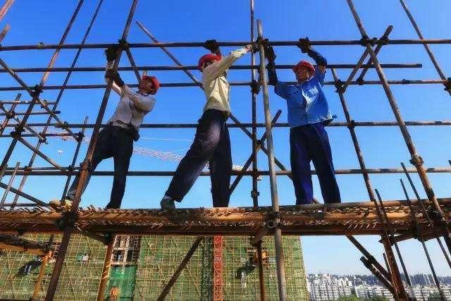 力争2020年全省建筑业形成职业化产业工人队伍