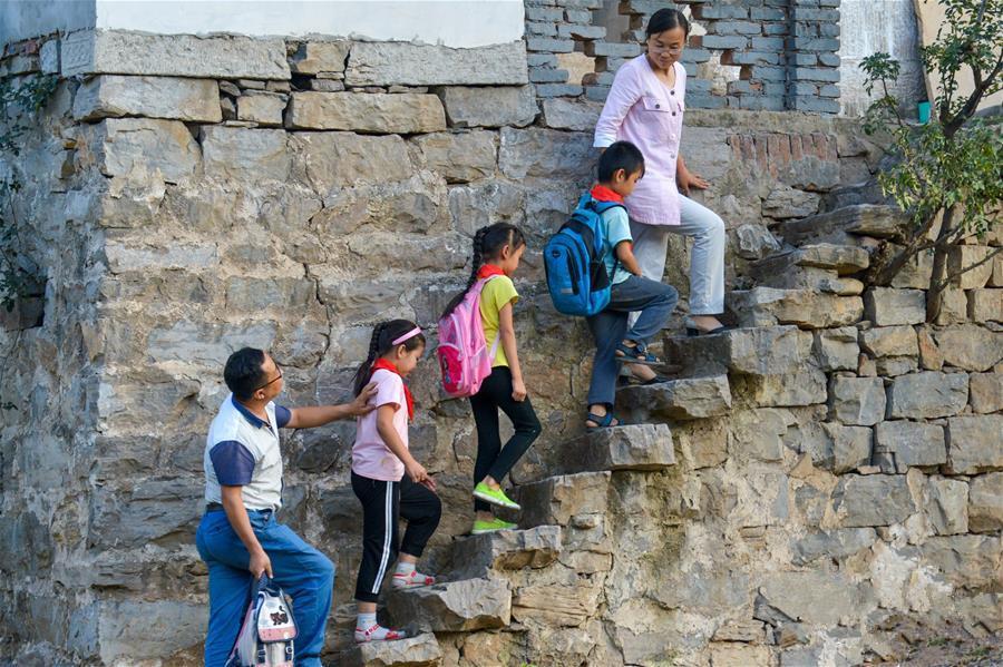 乡村教师——用奉献坚守铺就农村孩子成才路