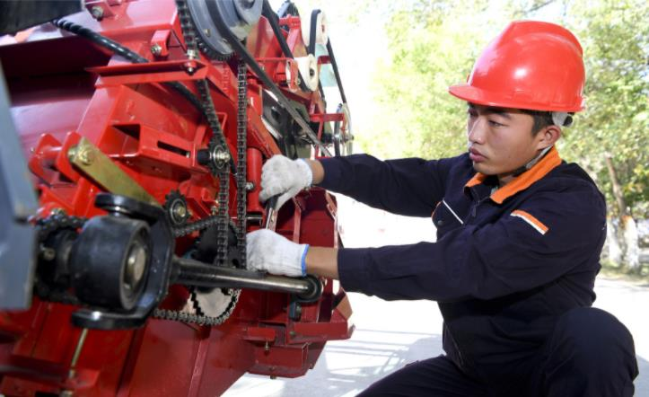 """农机修理工选手曹智勇:把每一次训练都当成出""""急诊"""""""